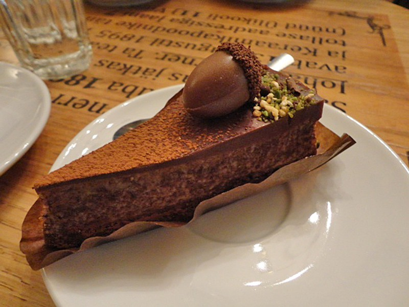 Viettelevä suklaa-ricottatorttu. Kuva: Anna Haapalainen.