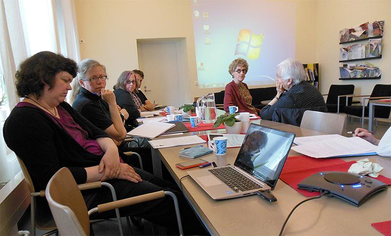 Workshop-päivinä pohdittiin eläinten toimijuutta. Oikealta lukien keynote-puhujat Harriet Ritvo ja Julie Cruikshank. Kuva: Saara Penttinen.
