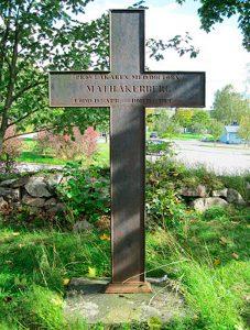 Vuoden 1831 epidemiaan kuolleen piirilääkäri Mathias Åkerbergin hautaristi Turun Itäharjun kolerahautausmaalla. Kuva: Kari Hintsala.
