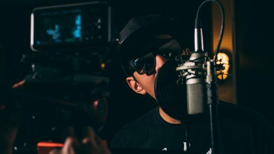 Rapmuusikko studiossa